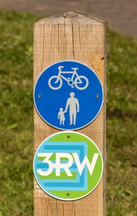 3 rivers way signpost